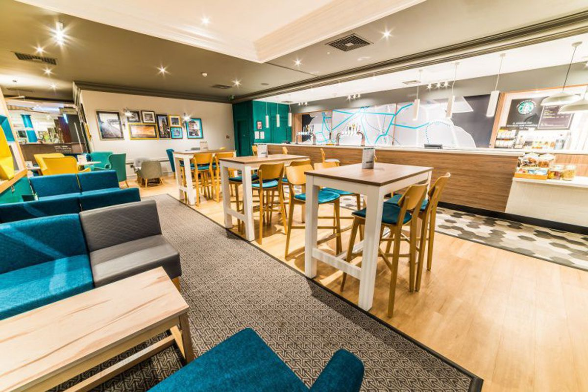 Holiday Inn Leeds Brighouse Starbucks